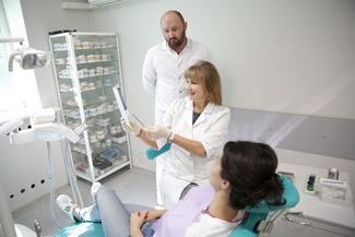 Прием у врача стоматолога клиники Дентал студия